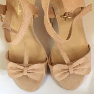 Shoedazzle wedge shoes blush size 8 GUC